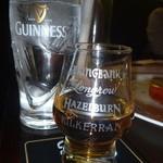 英国パブ シャーロックホームズ - マッカラン(ウイスキー)を頼んだらチェイサー(お水)もついてくる