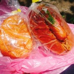 旭ベーカリー - 料理写真:左 カレーパン(税込140円)、 右 焼きそばパン(税込220円)