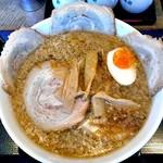 ら~めん亭にしやま - 背脂醤油チャ~シュ~メン(大盛り)