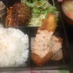 1083555 - 日替わりランチ (照り焼きハンバーグとサーモンフライ、おからの煮物)