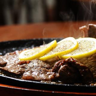 カレーはもちろん、ステーキや一品料理もご堪能ください♪