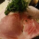 布施丿貫 - 「山崎真鯛白湯(冷/大盛)」のチャーシューのアップ
