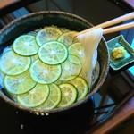 """和食香穂 - ミネラル豊富ギネス認定の""""ぬちまーす塩""""を使ってすっきりと仕上げたお出汁です"""