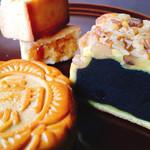 重慶飯店 - くるみがたっぷりまぶされた番餅は 切り口も美味しそう。