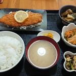 弁当・定食の店 中ちゃん - 料理写真:日替わり 鮭フライ