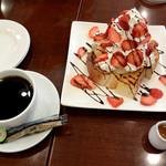 カフェおりーぶ - メガ盛りイチゴのハニートーストと珈琲
