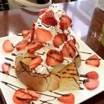 カフェおりーぶ - メガ盛りイチゴのハニートースト