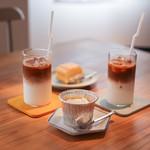 ロールコーヒー - 料理写真:カフェラテ&ウィークエンド&クレームキャラメル☆