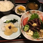 108335467 - 鯨のタタキ,花鯨,御飯,漬物,味噌汁