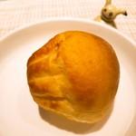108341683 - パン① ブリオッシュのような甘いタイプ。