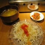 明石焼肉 MORISHIN - 定食にはライス・サラダ・スープ・キムチが付きます