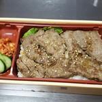肉の郷 - 料理写真:特選国産牛赤身焼肉重 680円