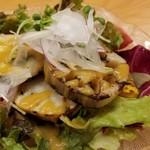 108351339 - ⑨今が旬の彩り焼き野菜サラダ(ハーフ)                       焼き野菜は蓮根・水茄子・南瓜・山芋・赤蕪など。                       生野菜はレタス・赤キャベツ・新玉葱・ミニトマト・カイワレなど。                       ハーフで対応して下さいました。                       m(_ _)m