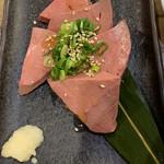 立川焼肉屋台 ミートパンチ - 牛レバー刺