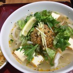 ニャーヴェトナム・フォー麺 - ピリ辛豚挽肉と厚揚げのフォーサラダ付 1,220円