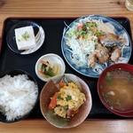家紋 - 料理写真:カツオの竜田揚げ定食 ごはん小