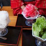 川端ぜんざい広場 - 夏季はかき氷スタイルの『氷ぜんざい』500円があります。
