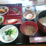 旅館花山 - 料理写真:おかず豊富な和朝食。お部屋で。
