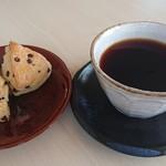 焙煎小屋 風舎 - 料理写真:コーヒー&スコーン