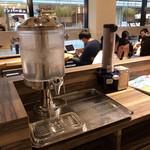 ベシャメルカフェ - 水はセルフで