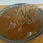 まるかつ - 料理写真:「カレーそば」麺はこんな感じ
