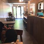 ノーブルコーヒーロースターズ - 店内は落ち着いた雰囲気。
