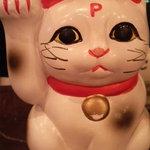 ピアンタ - 入り口のレジにいる『ピニャンタ』  頭をなでると、いいことが起こる  伝説の招き猫