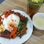 108401720 - お肉系のお料理が多い1皿RM8.50、具はないけどスープやお茶は無料サービス