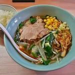 雷ラーメン - 料理写真:旨辛雷ラーメン・しょうゆ味(小辛)(750円)、ライス・小(150円)