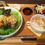 かかの掌 - 料理写真:サラダピビンパ