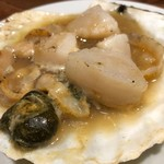 新鮮魚介・浜焼きとワインのお店 Fish Market - ホタテの浜焼き(バター焼き)