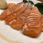 新鮮魚介・浜焼きとワインのお店 Fish Market - スモークサーモン