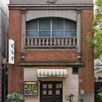 桃乳舎 - 素晴らしい看板建築の店構え