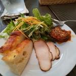 チャッピーノ - 前菜とサラダとフォカッチャは一皿で