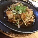 江戸屋 - ホルモン焼き 680円