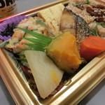 ライフ - 鯖塩焼き、煮つけ、かき揚げ、卵焼き、ひじき煮、漬物