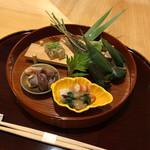衛藤 - エビとウドの酢味噌掛け、ホタルイカ、粽(マコガレイ、穴子)、フグの煮凝り、そら豆