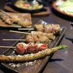 hakatayasaimakikushiyakikokonikonne - ここにこんね名物 野菜捲き串 おまかせ‼串盛り 5本 1,500円。