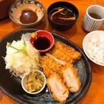 とんかつ 豚ゴリラ - ヒレカツとレンコンのはさみ揚げ膳