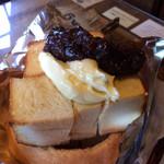緑の館 - ここに来たら是非食べたいリングトースト(小倉マーガリン)