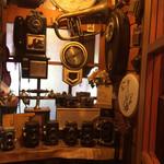 緑の館 - たくさんの時計とアンティーク