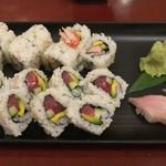 Sushi Shiono - (奥) California Roll, (手前) Hawaiian Roll, (右) ハワイ産カンパチ