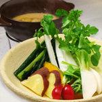 ひな一 - 本日のバーニャカウダ980円/産地直送のお野菜は、何がでて来るかお楽しみです!