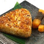 ひな一 - 焼きおにぎり300円/炭火で焼いたおにぎりは、料理の〆に最適です!
