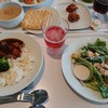 イケア レストラン - 料理写真:チキンシーザーサラダ(299円)無添加野菜カレー(299円)など