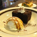 Cafe&Deli COOK - バニラアイスにキャラメルソース。