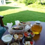 アンドハナステイ - 料理写真:テラスで朝食も可能。
