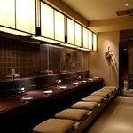鳥どり - 内観写真:自慢のオープンキッチンを眺めながらのカウンター席!!