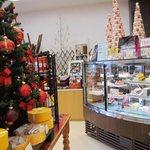 フランス菓子 果摘 - ホールケーキショーケース マカロンタワー