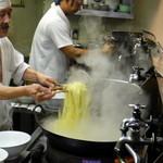 喜楽 - 豪快、かつ小気味よい鍋さばき(2011.11)